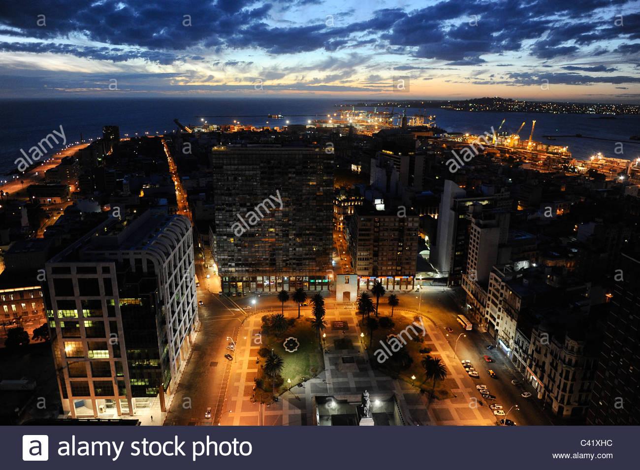 URUGUAY Montevideo view from Palacio Salvo at Plaza de Independencia to the harbour at Rio del la Plata - Stock Image
