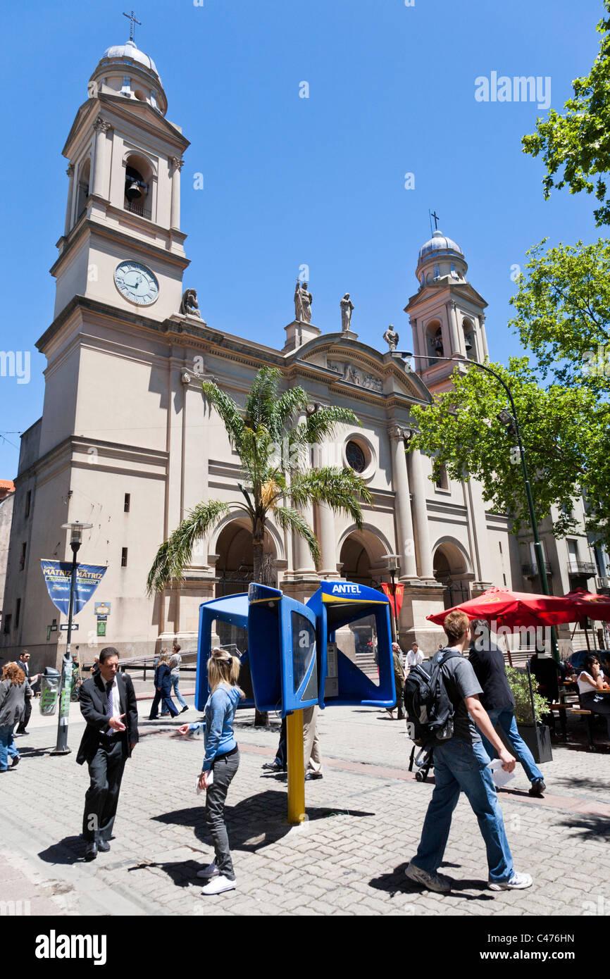 Iglesia Matriz, Plaza de la Constitucion, Barrio Historico, Montevideo, Uruguay - Stock Image