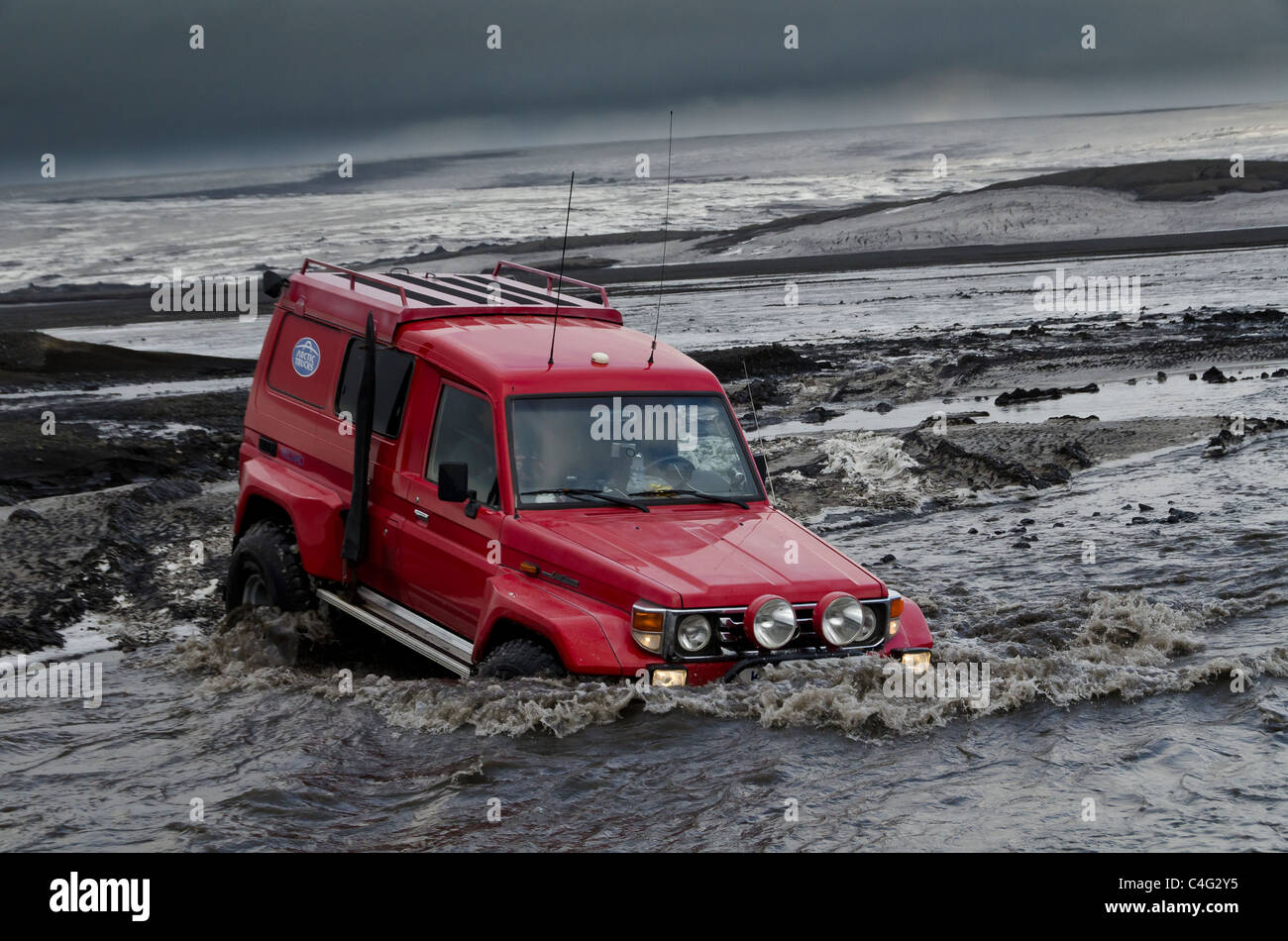 Big Red crossing the Tungnaa glacial river filled with ash from the Grimsvotn volcanic eruption, Iceland - Stock Image