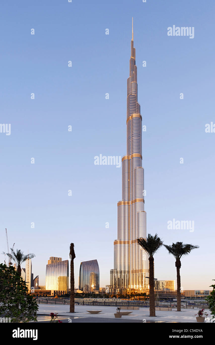 Burj Khalifa shortly before sunset, the tallest building in the world, 828m high, Emaar Boulevard, Dubai Business - Stock Image