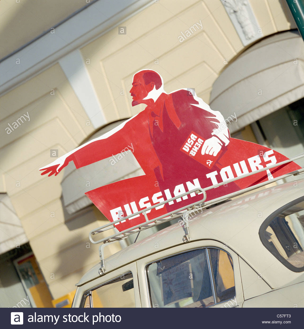 'Russian Tours' sign on top of car - Stock Image