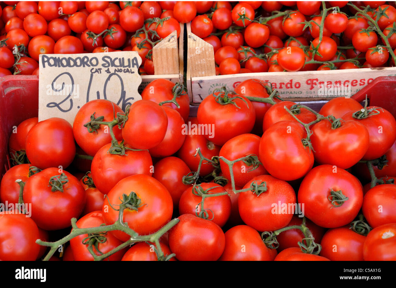 sicilian-tomatoes-for-sale-at-an-outdoor
