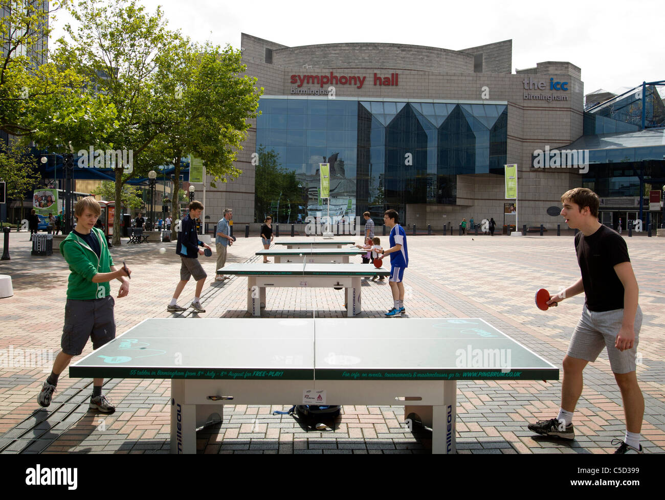 People playing ping pong in Broad Street Birmingham. Over 50 ping pong tables were set up in various locations around - Stock Image
