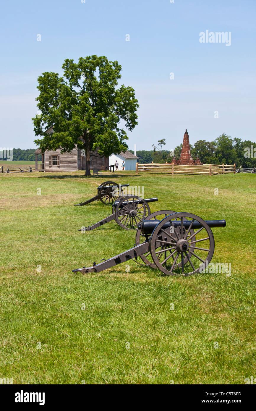 Cannons and Hentry House, Manassas Junction or Bull Run Battleground Civil War site, Virignia, USA - Stock Image