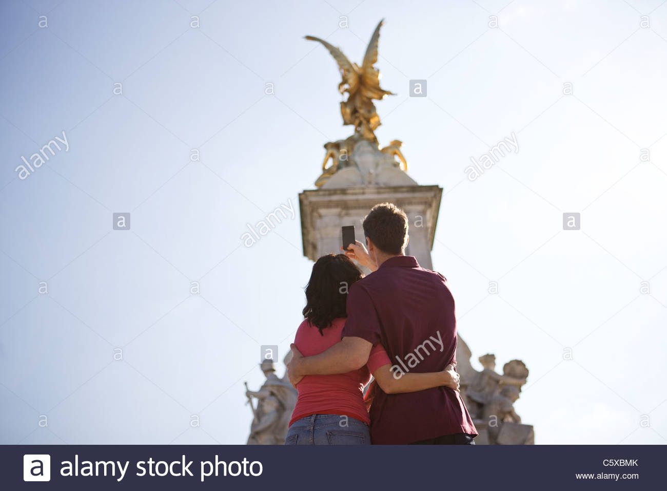 A young couple taking a picture of the Victoria Memorial - Stock Image