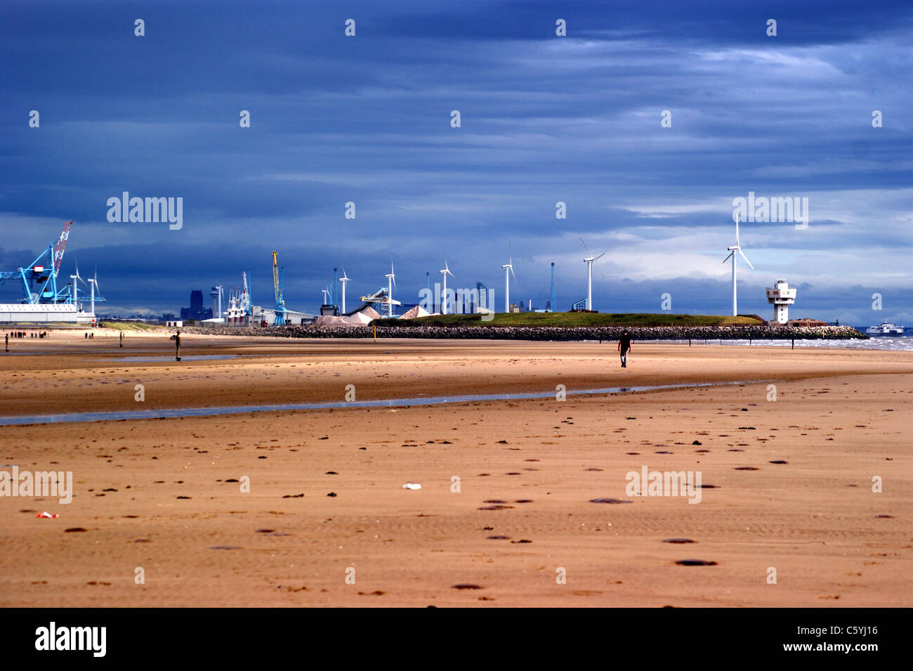 port-of-liverpool-wind-farm-seen-from-blundellsands-beach-crosby-liverpool-C5YJ16.jpg