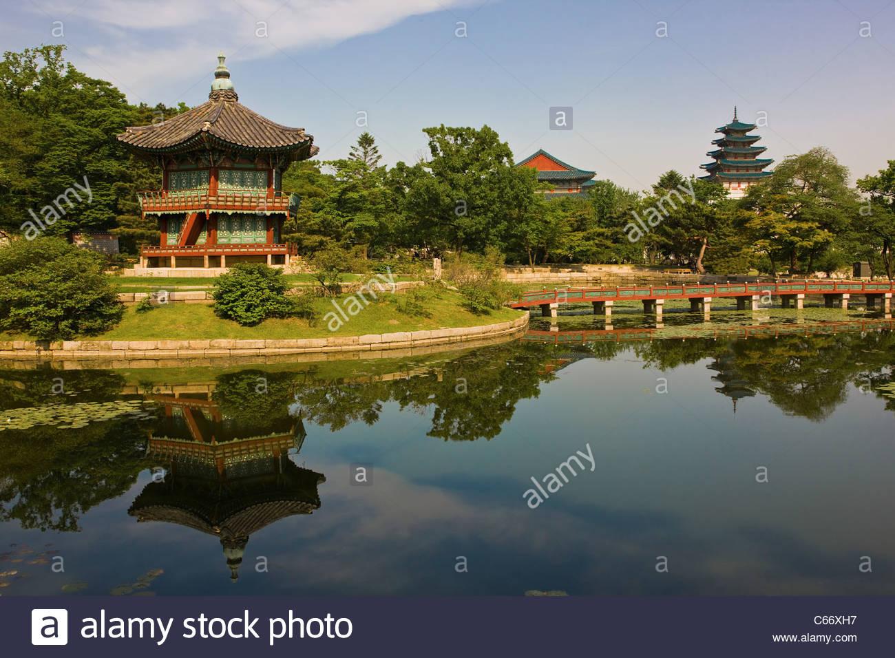 Lake at Gyeongbokgung palace - Stock Image