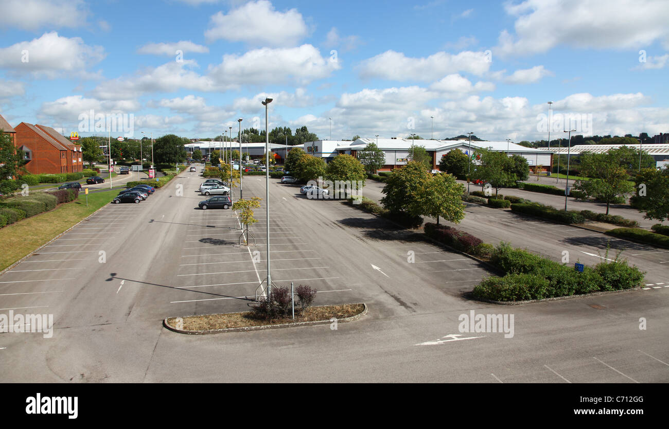 car-park-at-festival-park-retail-park-stoke-on-trent-stoke-north-staffs-C712GG.jpg