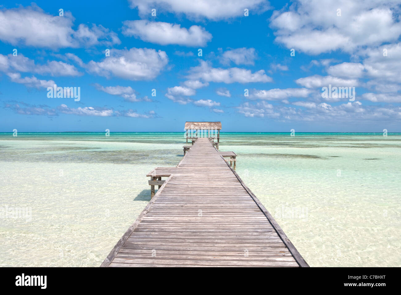 Pier over crystal water in the lagoon, Cayo Guillermo (Jardines del Rey), Ciego de Avila, Cuba - Stock Image