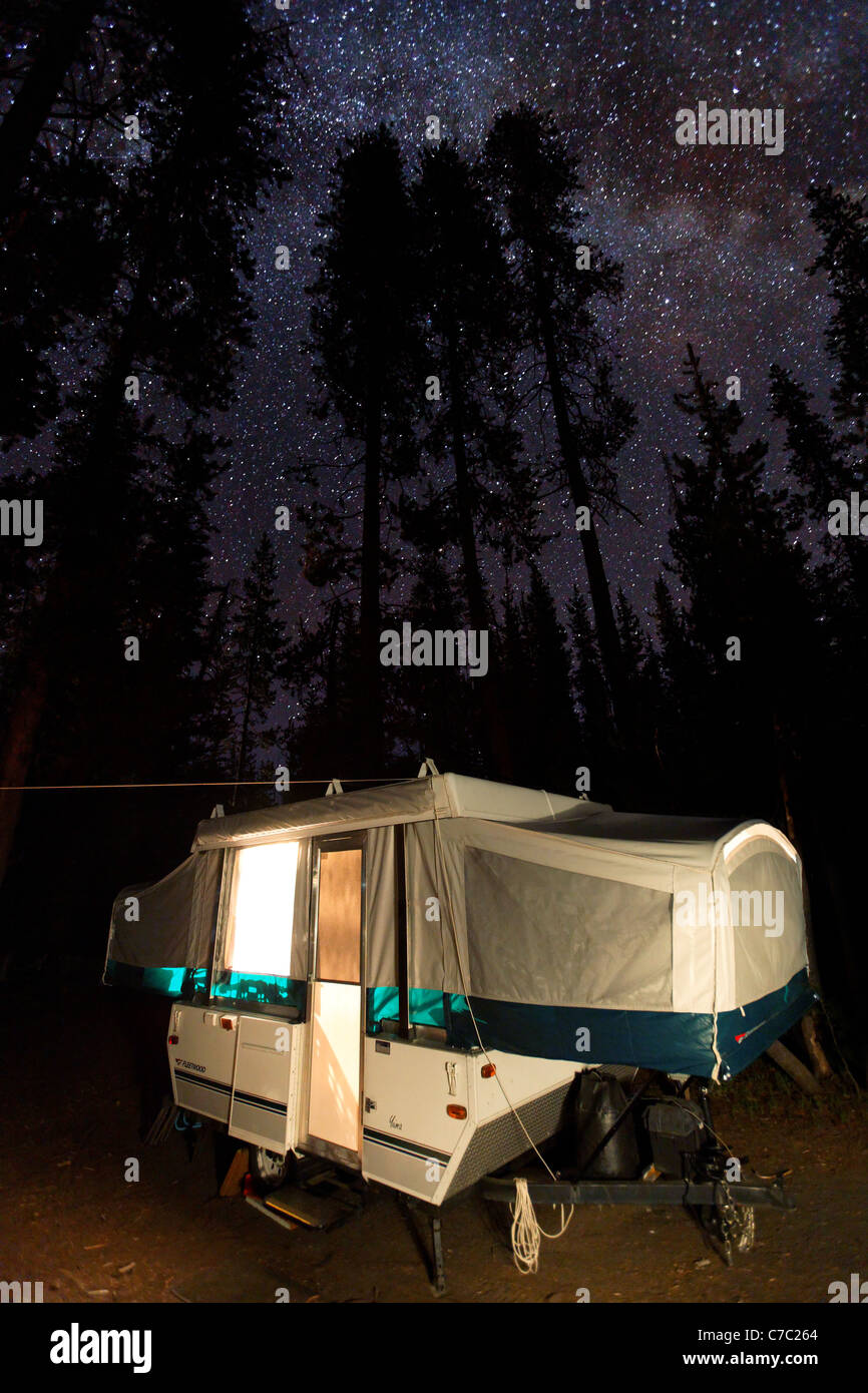 Tent trailer camping under the stars, Crater Lake National Park, Oregon, USA, North America - Stock Image