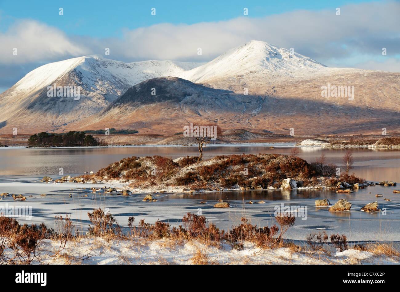 Loch Nah-Ahlaise (Lochan Na H Achlaise), Rannoch Moor, Black Mount in background, Highland Region, Scotland, United Stock Photo