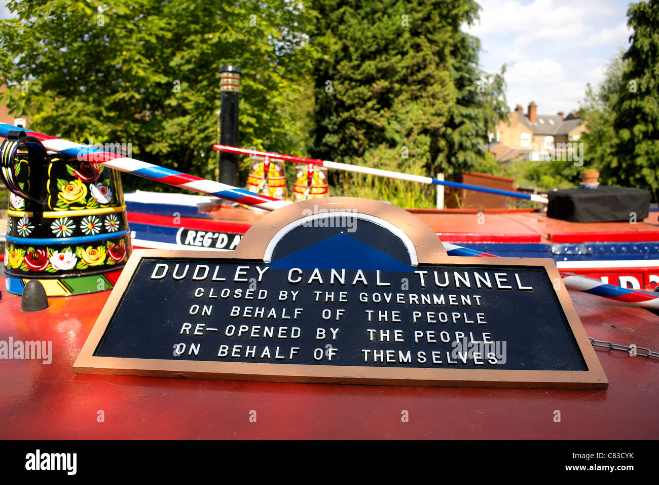 Notice on the roof of a narrowboat saying Dudley Canal Tunnel, closed by the government on behalf of the people, - Stock Image