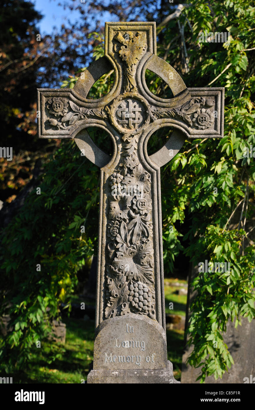gravestone-with-celtic-cross-and-floral-design-kendal-cemetary-parkside-C85F1R.jpg