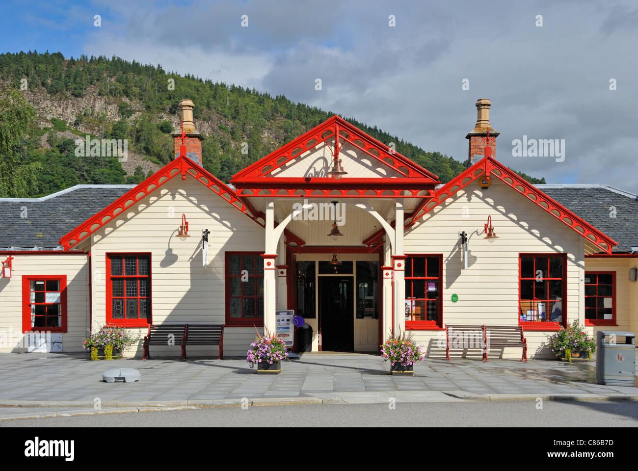 former-railway-station-ballater-royal-deeside-aberdeenshire-scotland-C86B7D.jpg