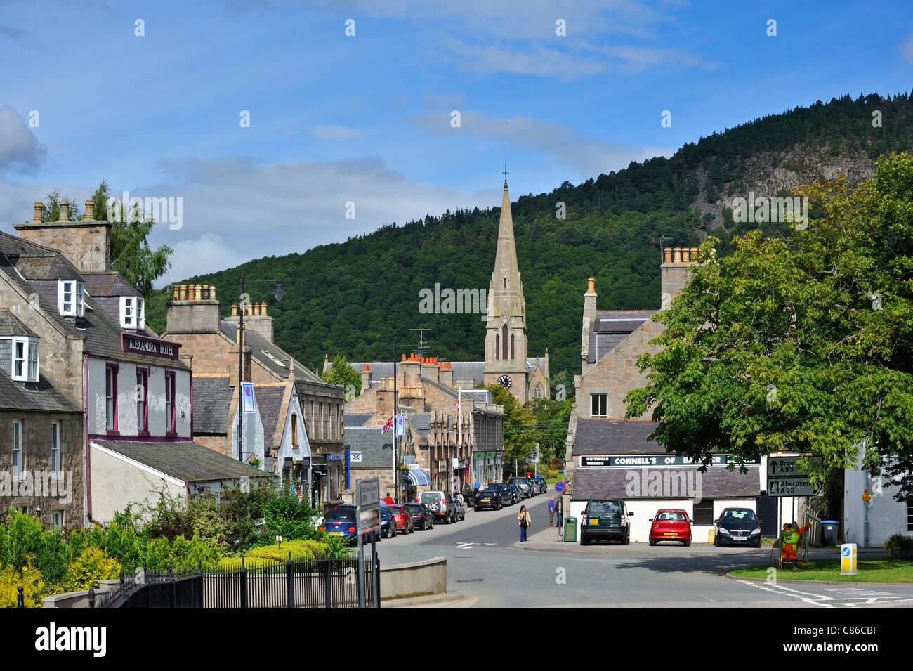 bridge-street-ballater-royal-deeside-aberdeenshire-scotland-united-C86CBF.jpg