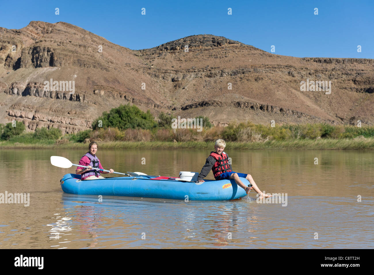 Mother and child enjoy  down the Oranje River at Noordoewer Namibia - Stock Image