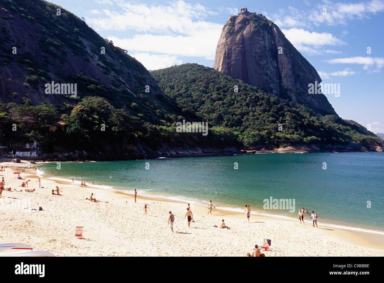 View of the Sugarloaf Mountain from the Vermelha Beach, Rio de Janeiro, Brazil - Stock Image