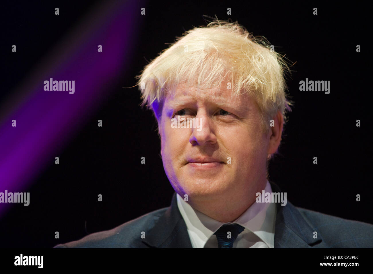 boris-johnson-reading-from-his-book-john