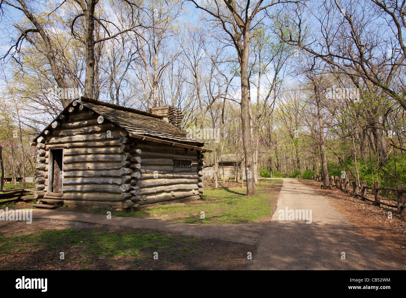 lincoln log cabin state historical site Share 'lincoln log cabin state historic site' the last home of thomas and sarah lincoln, abraham lincoln's parents it shares the site with the sargent farm, an 1840's living history farm.