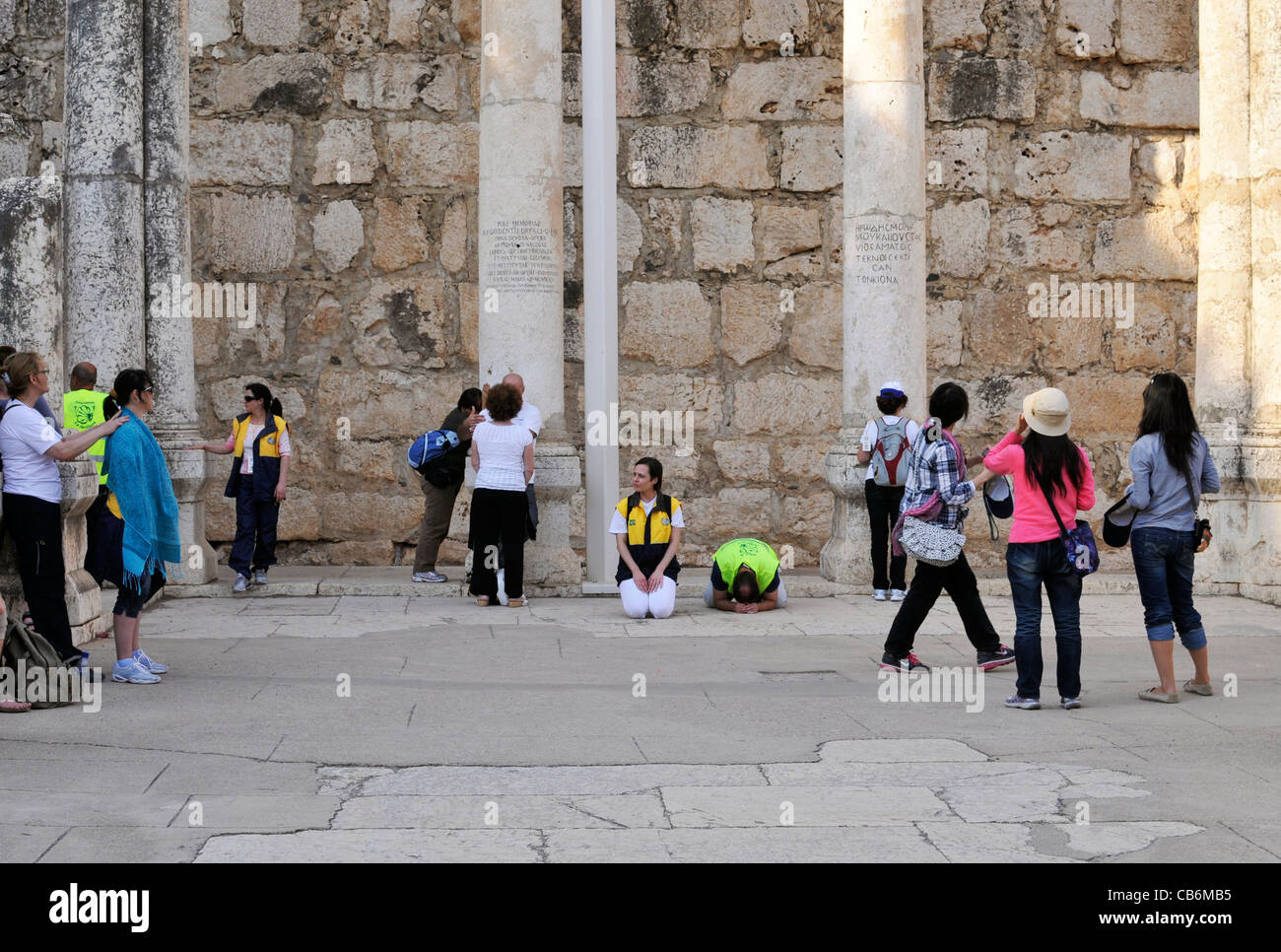 Two people praying in ruins of 4th century  synagogue,Capernaum, Galilee, Israel,Asia, Middle East - Stock Image