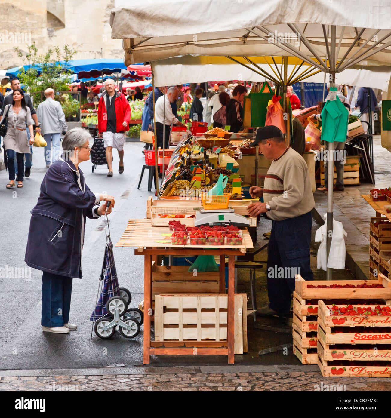 Market stall on the food market in Perigueux, Dordogne, France - Stock Image