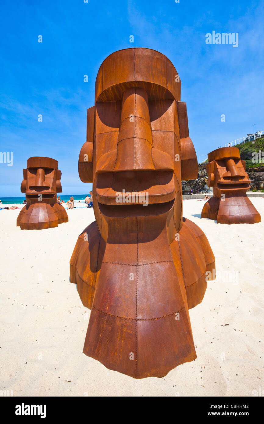 Sydney, annual art exhibition 'Sculpture by the Sea', steel sculptures 'Heads Up' by Deborah Halpern - Stock Image