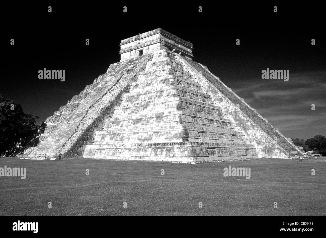 el-castillo-or-pyramid-of-kukulcan-at-th