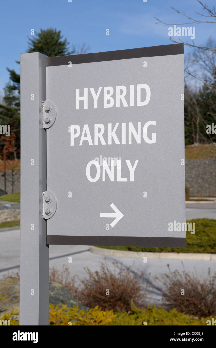 Sign indicating that preferred parking is available for hybrid gas-electric cars at an eco-friendly hotel in Massachusetts. - Stock Image