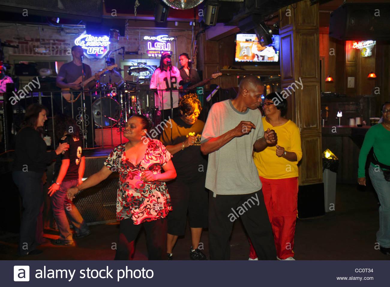 New orleans louisiana french quarter bourbon street bar for Music entertainment