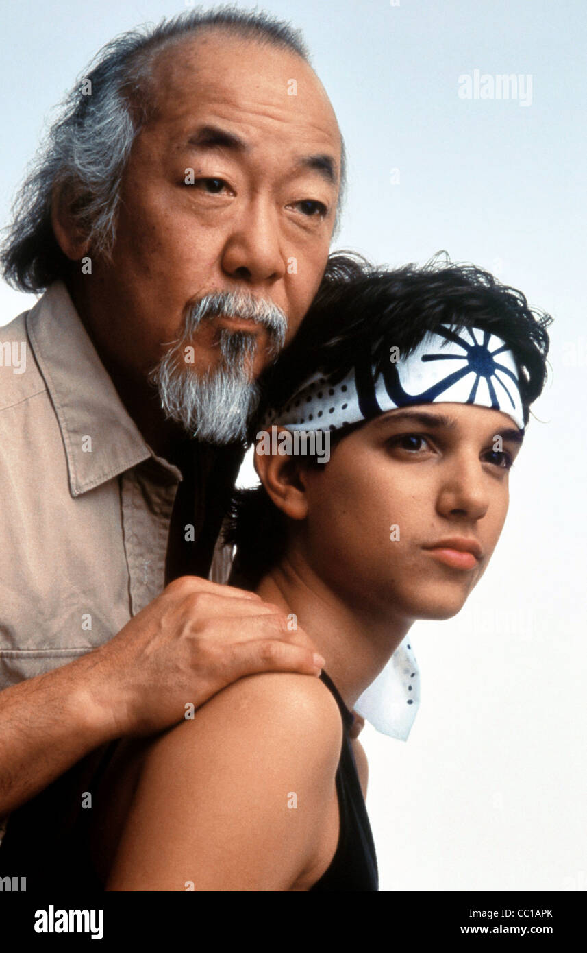PAT MORITA & RALPH MACCHIO THE KARATE KID (1984) Stock Photo
