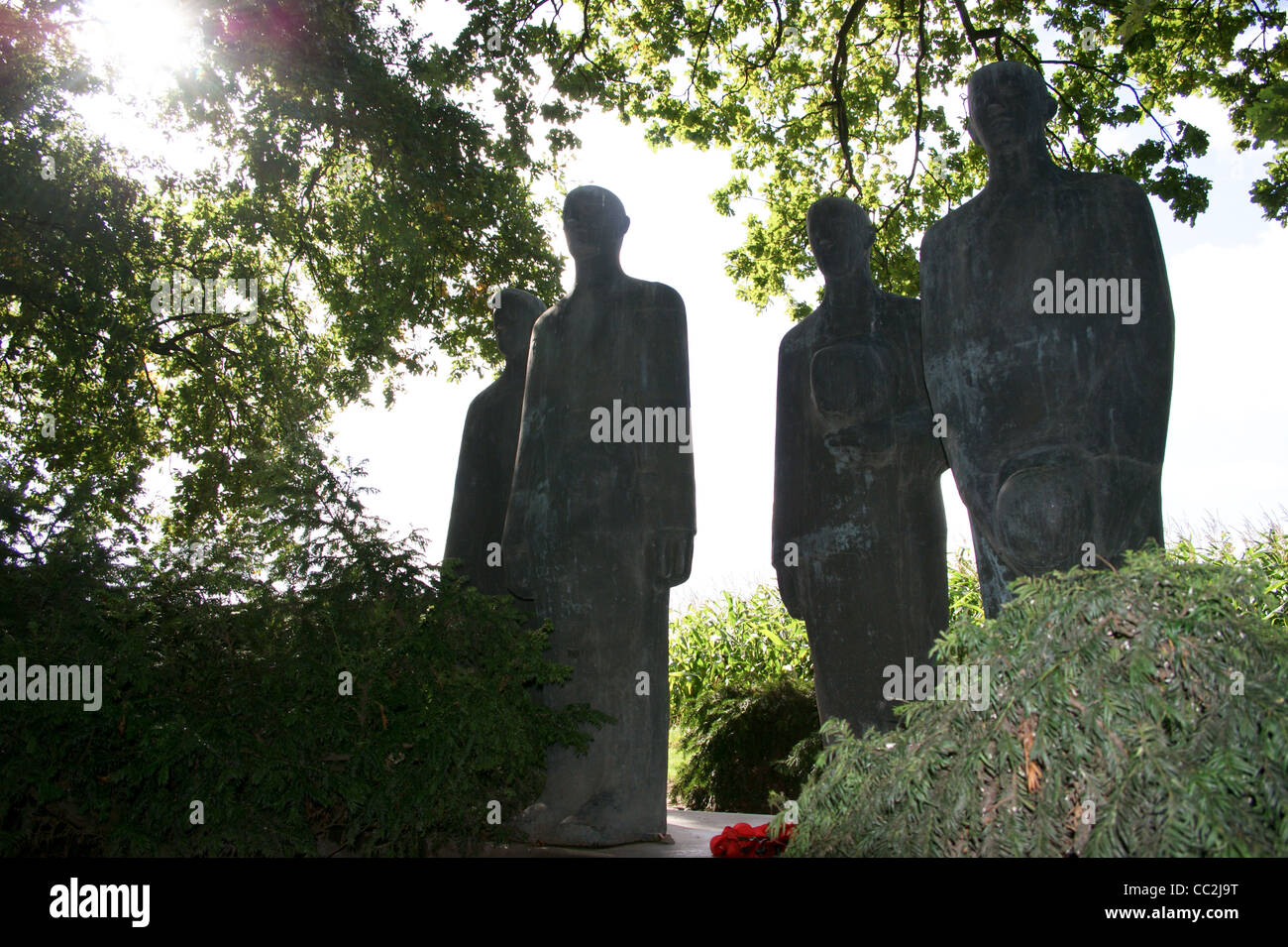 bronze-statues-by-emil-krieger-langemark-german-first-world-war-military-CC2J9T.jpg