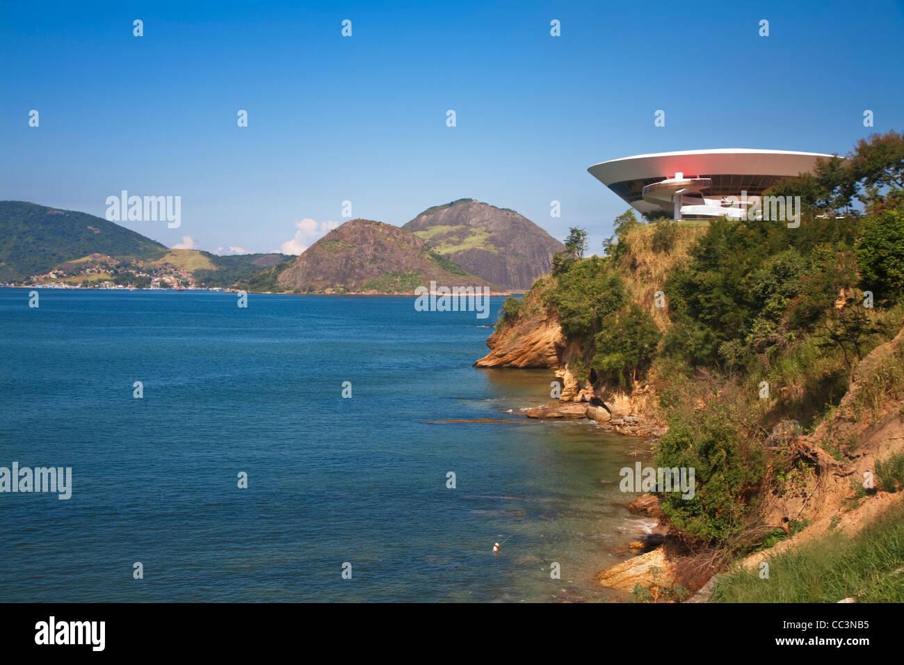 Brazil, Rio De Janeiro, Niteroi, Modern Art musuem designed by arcitect Oscar Niemeyer - Stock Image