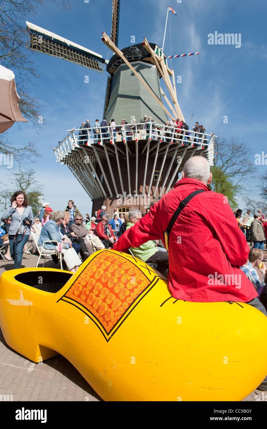 Tourist on giant clog at Keukenhof Gardens - Stock Image