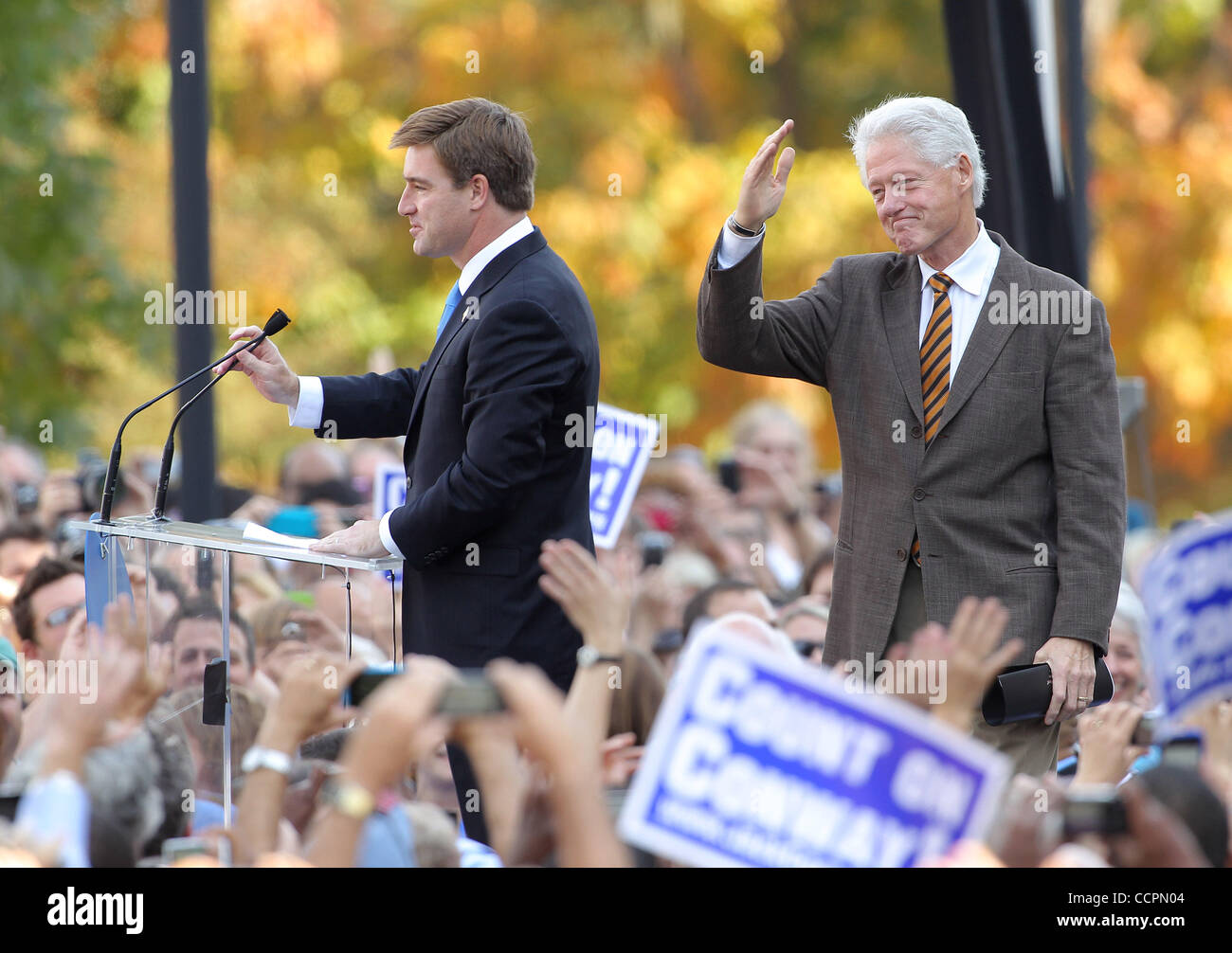 October 11, 2010 - Lexington, Kentucky, USA. - President BILL CLINTON takes the stage to campaign for U.S. Senate - Stock Image