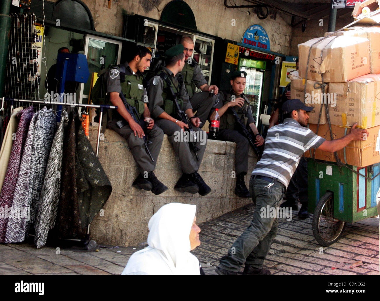 May 22, 2011 - Jerusalem, Israel - Israeli border policemen stand guard at the main market in Jerusalem's old - Stock Image