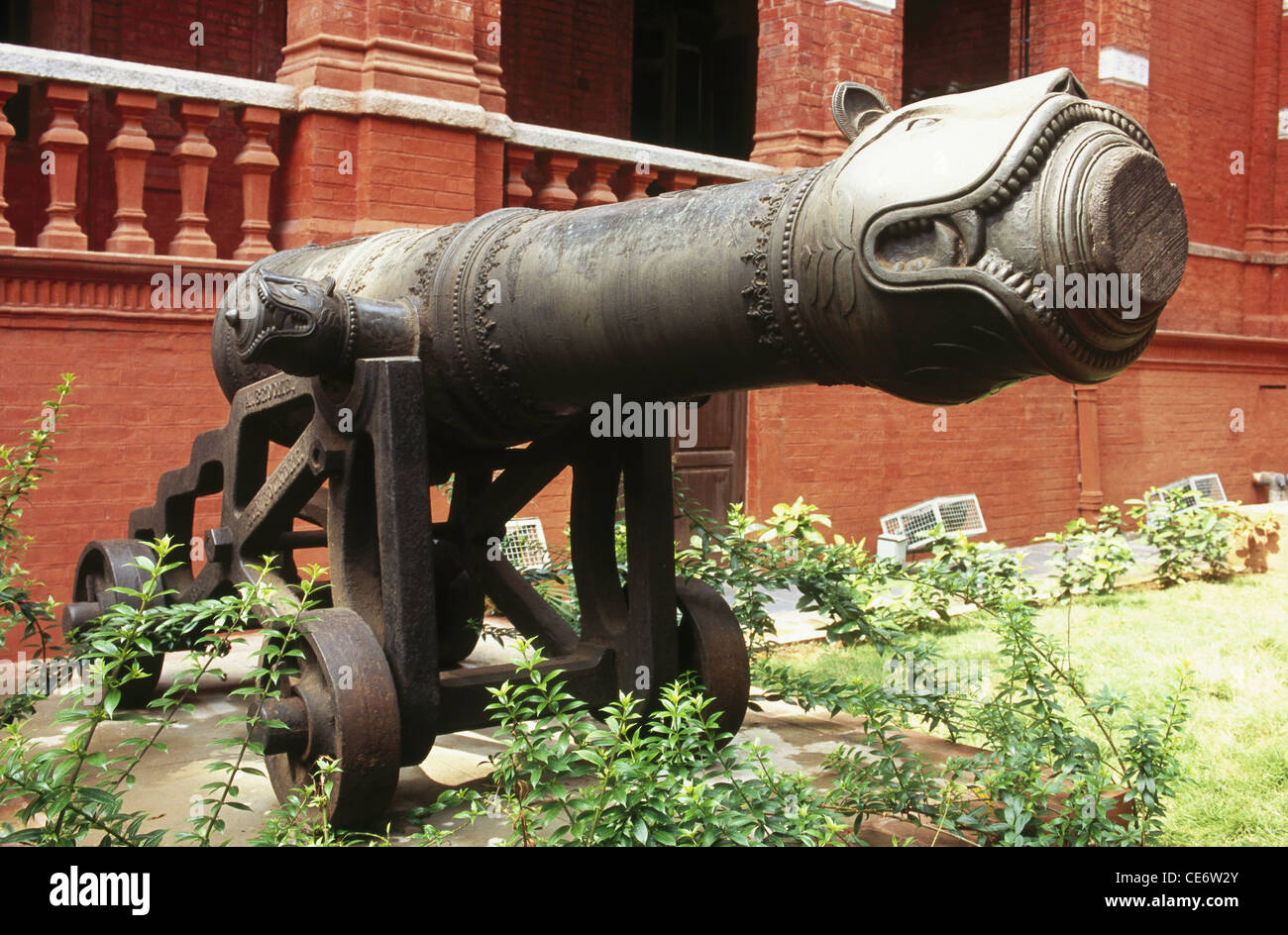 NMK 83297 : old antique cannon used by tipu sultan in 1799 war government museum chennai tamil nadu india - Stock Image