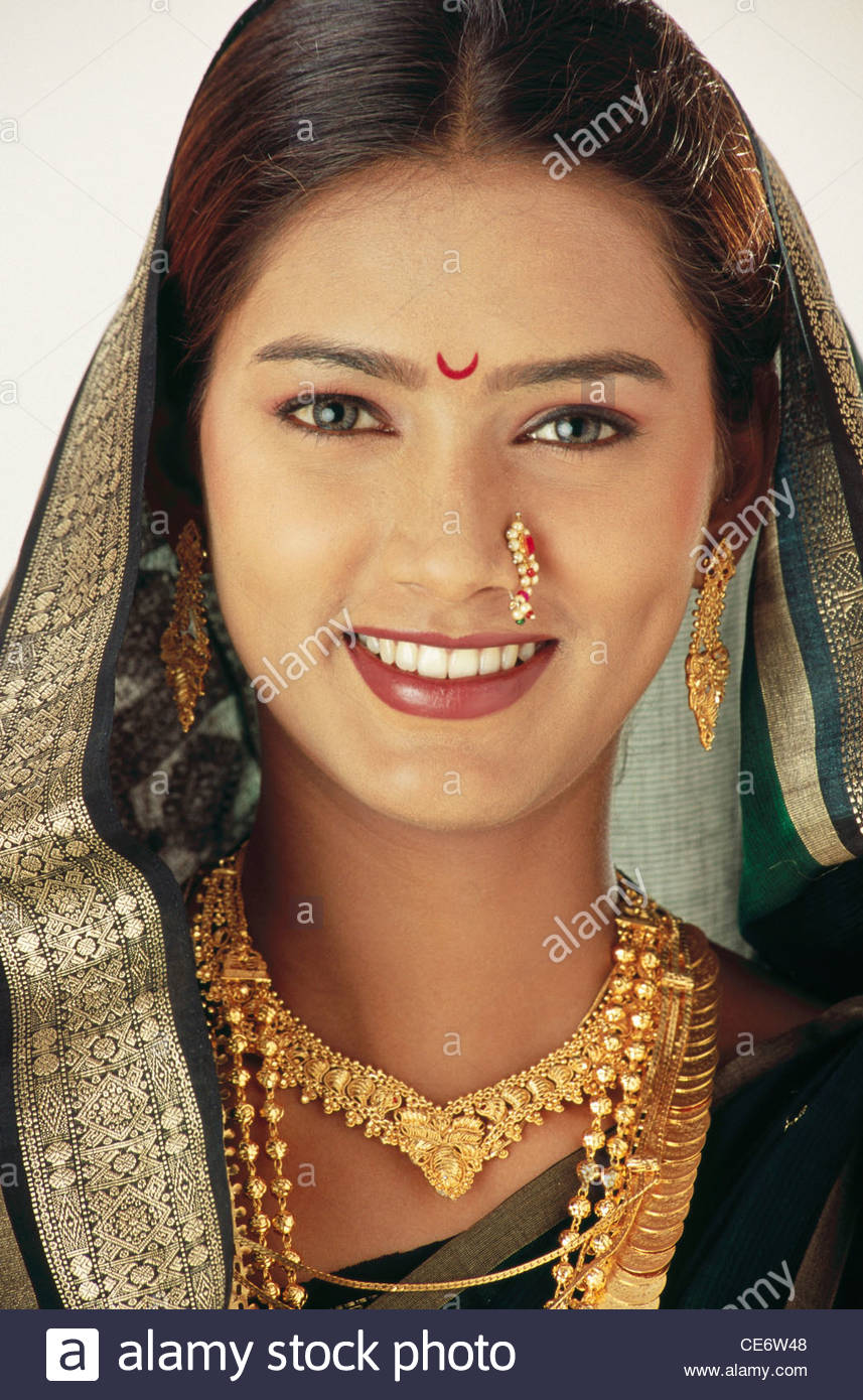 India Woman Gold Jewellery Stock Photos India Woman Gold Jewellery