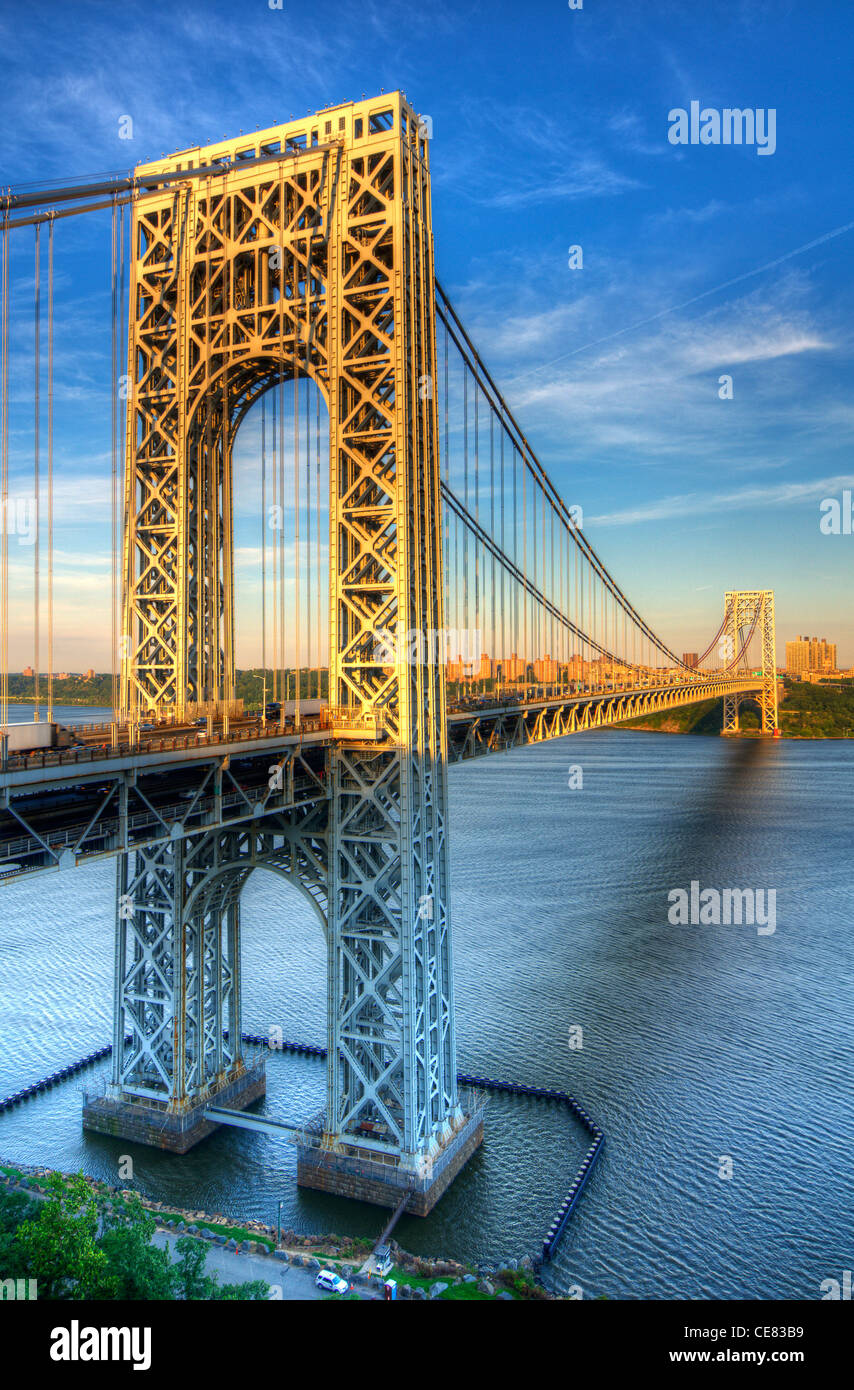 George Washington Bridge spanning the Hudson River from New York to New Jersey - Stock Image