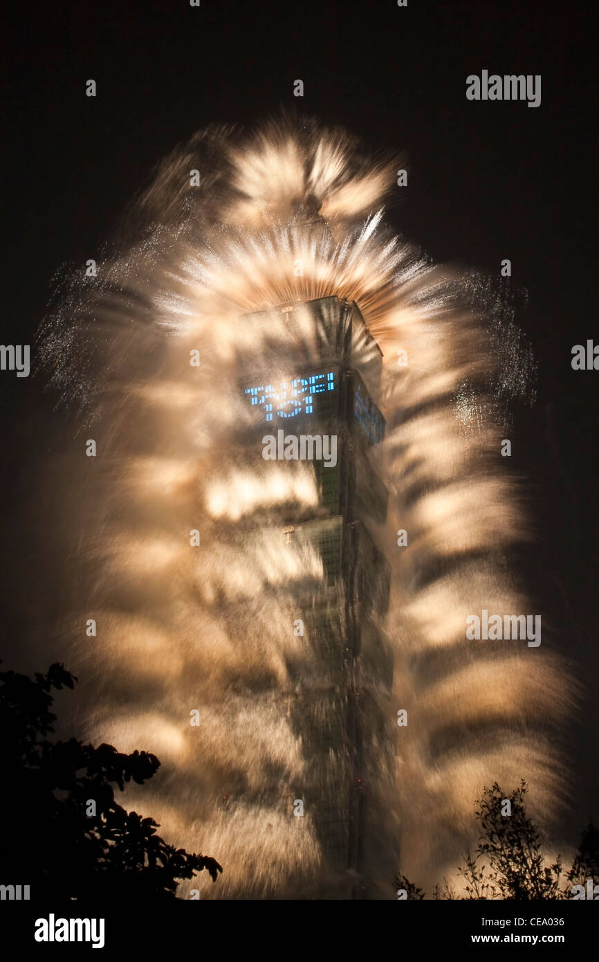 Taipei 101 fireworks for 2012 New Year celebrations - Stock Image
