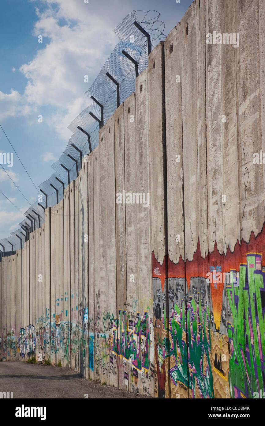 Israel, West Bank, Bethlehem, Israeli-built West Bank Wall surrounding Bethlehem - Stock Image