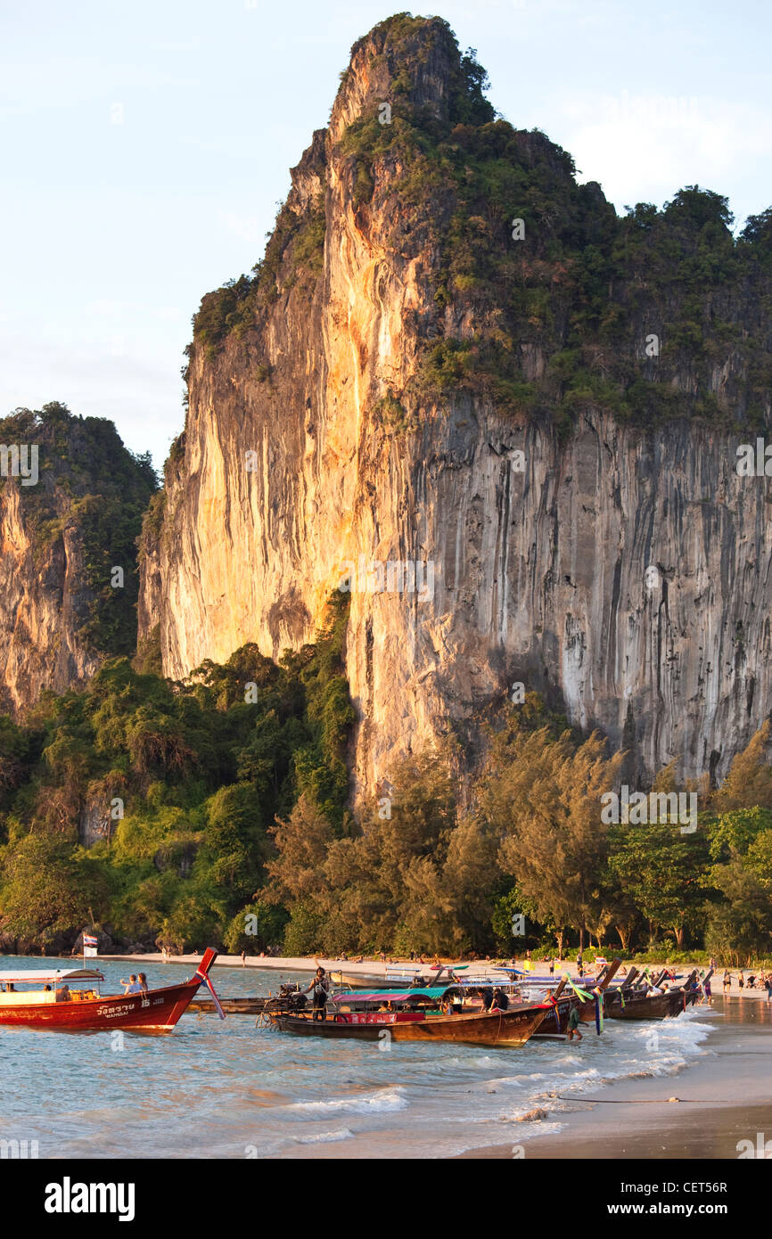 Cliff and beach in Railay, Southern Thailand - Stock Image