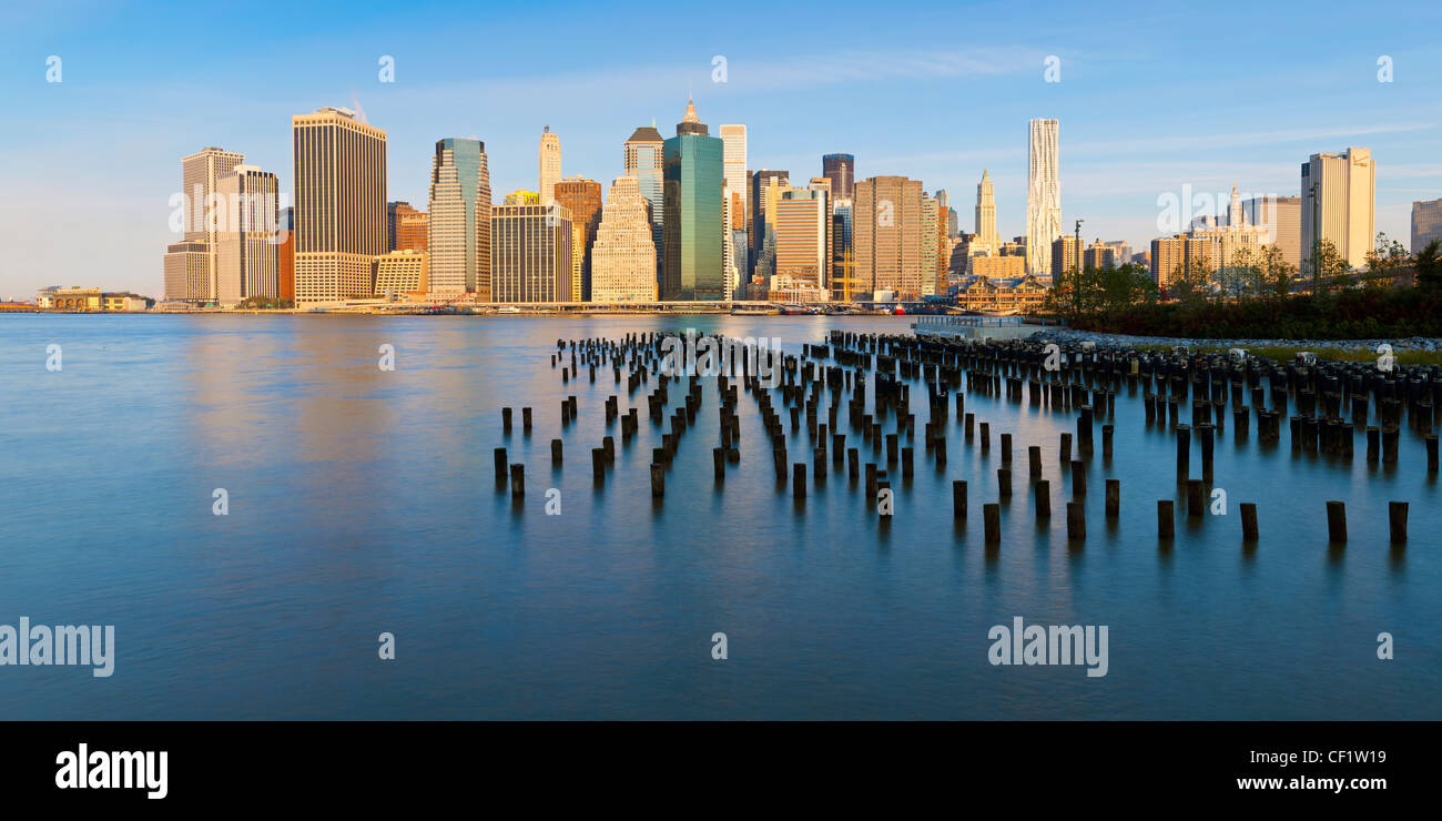 United States of America, New York, Morning view of the skyscrapers of Manhattan from the Brooklyn Heights neighborhood - Stock Image