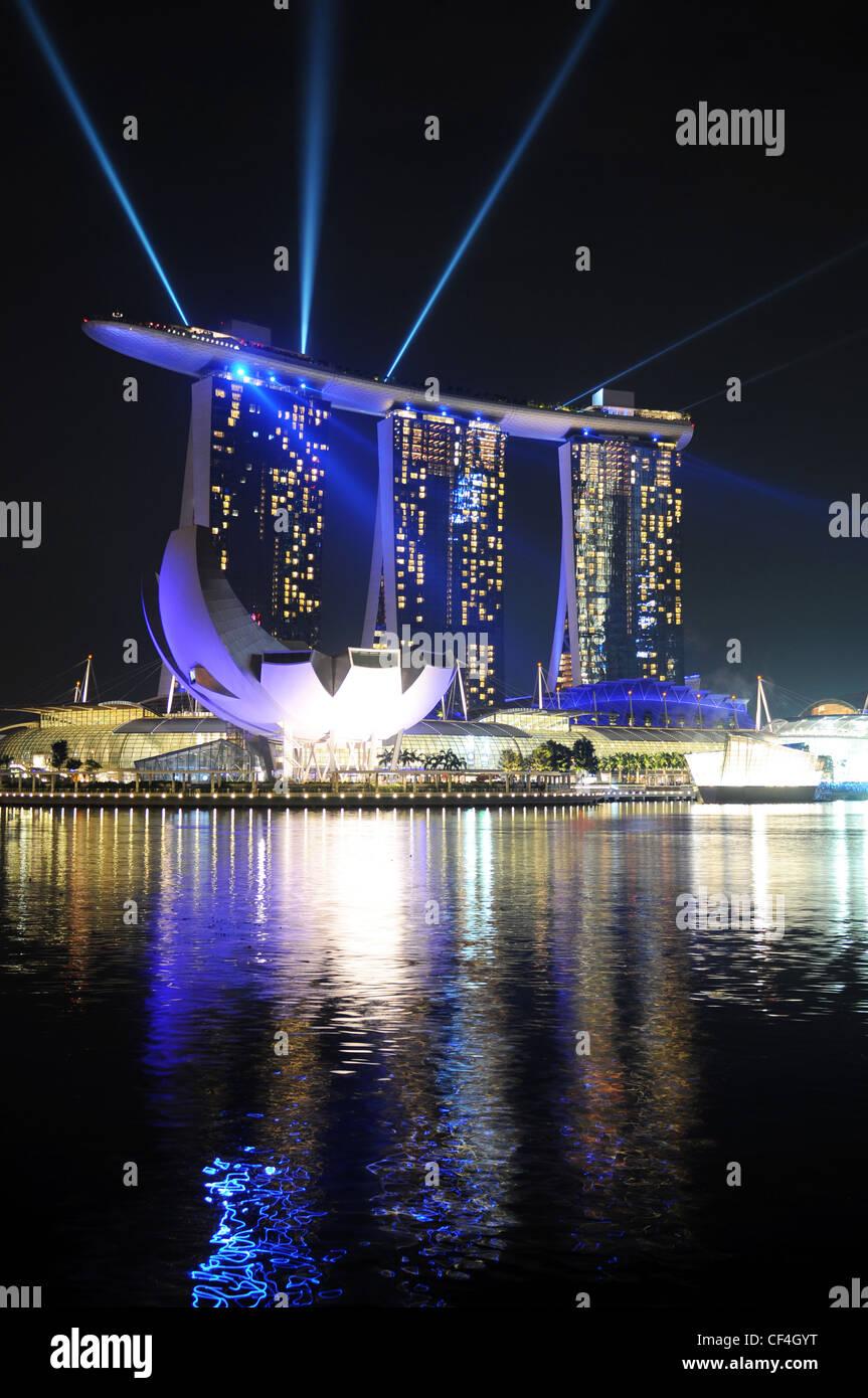 Marina Bay Sands in Singapur bei der Lichtshow / - Stock Image