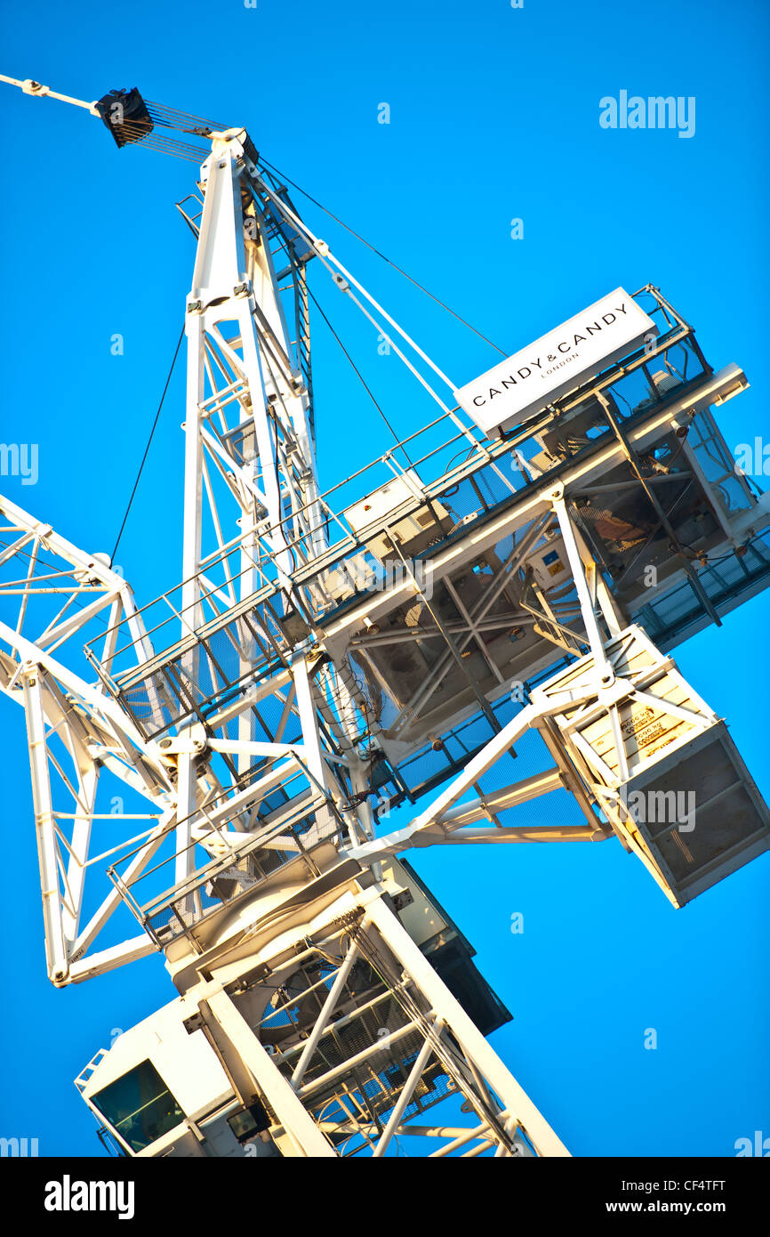 The top of a tower crane, used in the construction of a tall building. - Stock Image