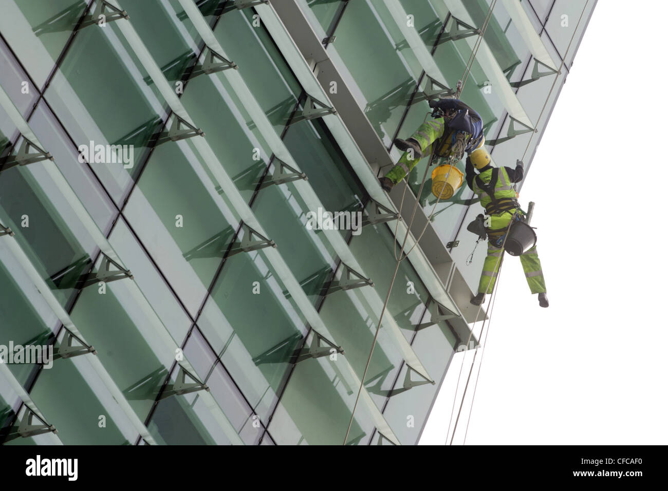 window-cleaners-in-climbing-gear-are-sus
