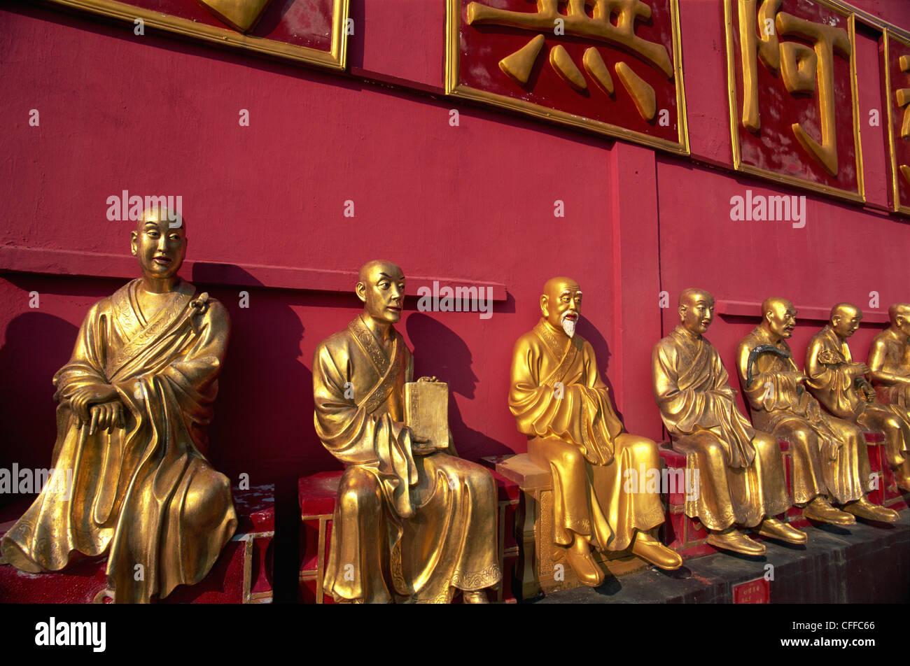 China, Hong Kong, New Territories, Sha Tin, Buddha Statues in the Ten Thousand Buddha Monastery - Stock Image