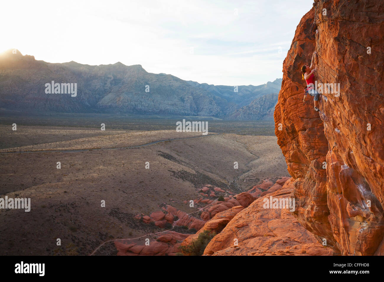 A rock climber in the Calico Hills, Red Rock Canyon National Conservation Area, Nevada, USA. - Stock Image