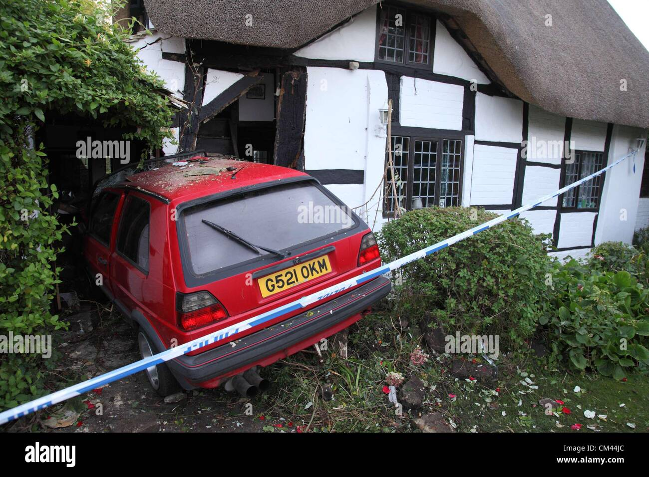 A Volkswagen Golf demolished the corner of Hornby Cottage, a listed cottage in Welford on Avon, Warwickshire Stock Photo