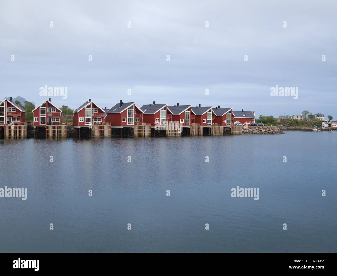 Houses on lake, Lofoten Islands, Norway - Stock Image