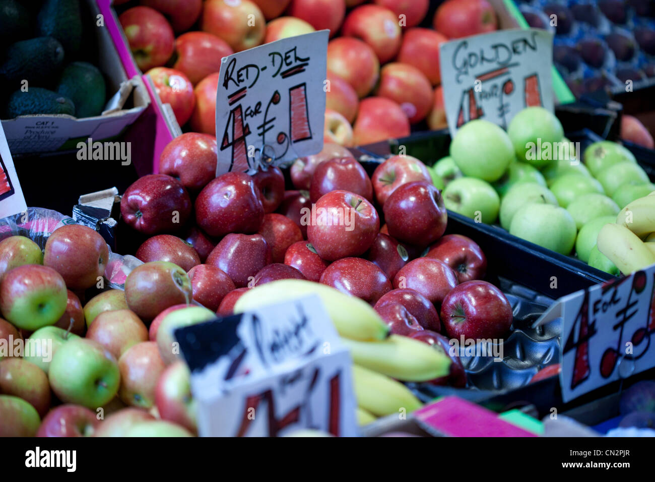 Fresh apples for sale on market stall - Stock Image